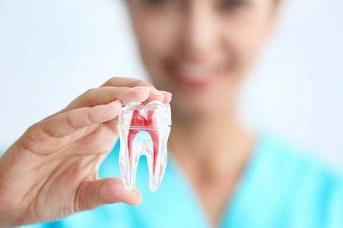 Hull i tannen